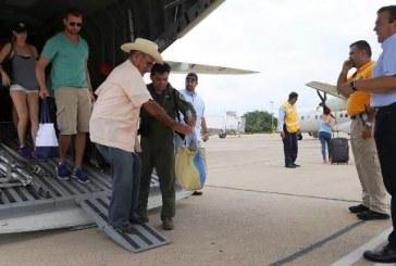 Continúa Apoyo a evacuados por vía aérea desde BCS hacia Mazatlán