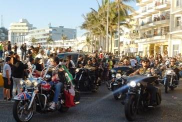 Desfilan miles de motociclistas en Mazatlán