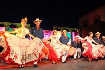 Aplauden elotenses a la Compañía Folclórica Sinaloense