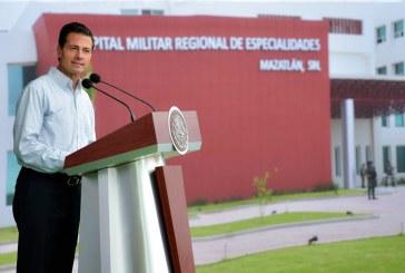 Inaugura Peña Nieto Hospital Militar Regional de Especialidades de Mzt.