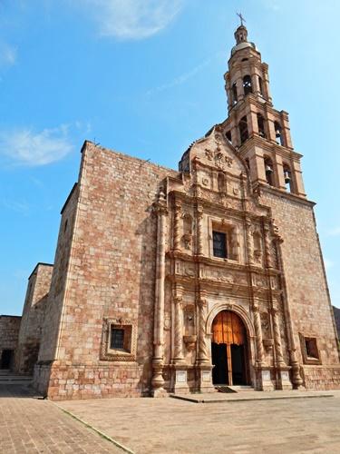 Le invitamos a descubrir el frontispicio del santuario Mariano de Nuestra Señora del Rosario