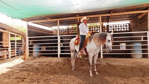 Antiguo pueblo, cuyo nombre, según cuenta la historia, se debe a que por ahí transitaban las diligencias en ruta de Mazatlán a Durango, las cuales, muchas de ellas iban cargadas de minerales, y a la entrada del pueblo había dos canoas, las que servían como puerta o garita, siendo en realidad un pu