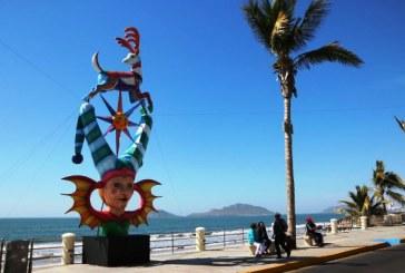 Y los Monones del Carnaval de Mazatlán ya empiezan a adornar el malecón y generar polémicas
