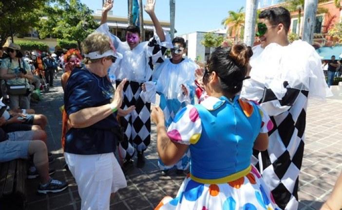 Turistas Gozan en la Machado de las Fiestas del Carnaval de Mazatlán 2017