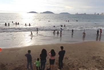 <center>Mazatlán es disfrutado por miles de turistas veraniegos</center>