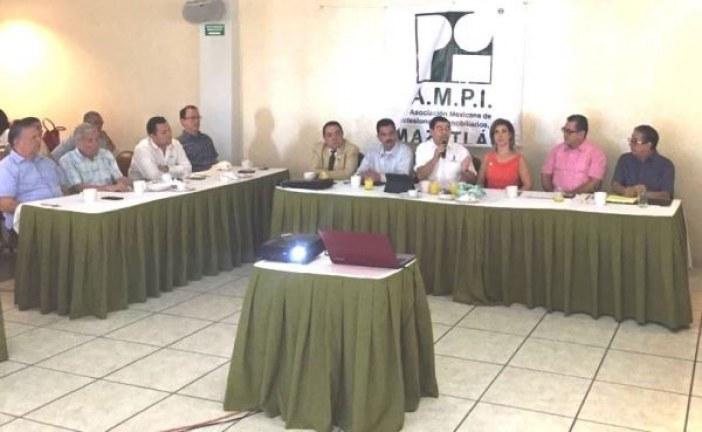 <center>Sinaloa tiene avances en materia económica: Javier Lizárraga Mercado en AMPI Mazatlán</center>