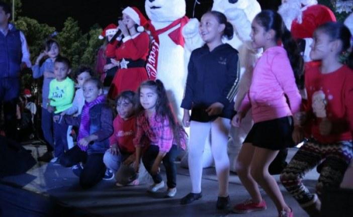 Encienden luces del Árbol de Navidad en el centro de Los Mochis