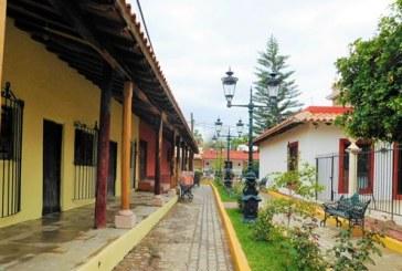 <center>Se sigue caminando en la Ruta de Pueblo Mágico para El Quelite</center>
