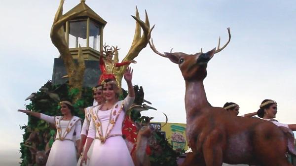 <center>El Segundo Desfile de Carnaval Internacional de Mazatlán marca el fin de la Fiesta</center>