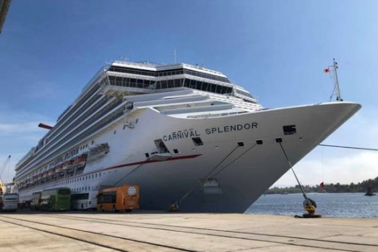 Llegan 4,751 turistas a bordo del Carnival Splendor