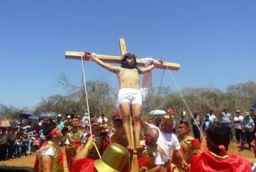 <center>En Malpica reviven la pasión de Cristo</center>