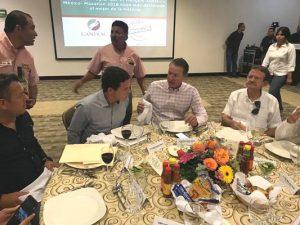 Canirac Entrega de Reconocimientoa Gobernador de Sinaloa Quirino Ordaz Coppel por Tianguis Turístico 2018 1