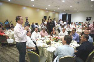 Canirac Entrega de Reconocimientoa Gobernador de Sinaloa Quirino Ordaz Coppel por Tianguis Turístico 2018 5