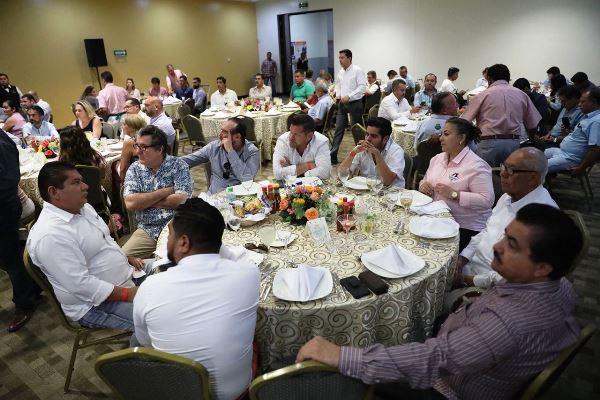 Canirac Entrega de Reconocimientoa Gobernador de Sinaloa Quirino Ordaz Coppel por Tianguis Turístico 2018 6