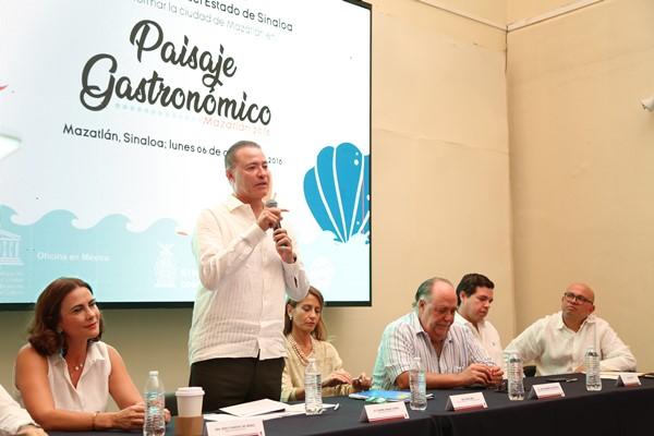 6 Ago 18 Firma de Convenio con Unesco Ciudad Creativa en Gastronomia Mazatlán 4 JPG