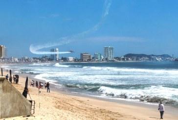Miles locales y turistas disfrutan del Festival Aéreo Mazatlán 2018