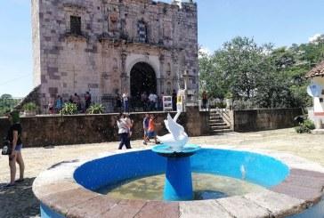 La Magia de los Pueblos Señoriales de Sinaloa: El Cisne que la gente lo hizo Pato en Cópala