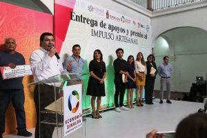 Entregan el Premio Impulso Artesanal Puro Sinaloa 2018 Javier Lizárraga Mercado