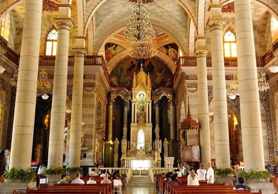 Padre Trimo Párroco de Catedral de Mazatlán 2018