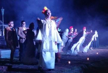 Las Animas Rosarenses Celebran en el Panteón Español del Pueblo Mágico