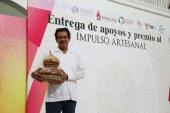 """Entregan equipo a José Valdespino artesano ganador del primer lugar de """"Impulso Artesanal Puro Sinaloa 2018"""