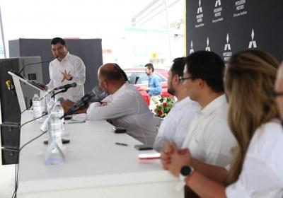 8- Importa Mitsubishi 4870 vehículos por el puerto de Mazatlán