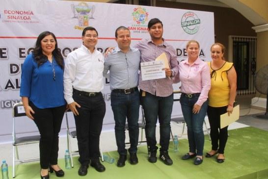 Entregan equipos productivos con apoyo de la Secretaría de Economía Secretario destaca la inversión privada en el municipio