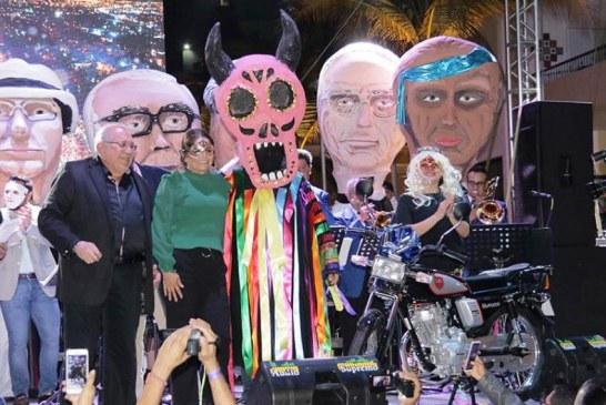 """""""Me conoces mascarita"""": una tradición que lucha por volver al Carnaval de Mazatlán"""