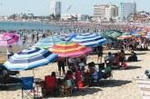 Cientos de Miles de Turistas y locales Disfrutan Mazatlán
