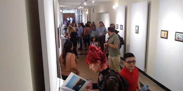 El movimiento fotográfico en Mazatlán explora nuevas formas de explorar, exponer y comunicar las cosas más íntimas y misteriosas que están a un lado de nosotros y no las vemos. A partir de hoy en la Galería Rubio del Teatro Ángela Peralta 12 talentoso fotógrafos exponen en Fotolibros sus sorprendentes historias