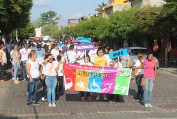 Participan en marcha por los valores y la inclusión
