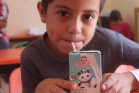 Entregan lechitas de manera gratuita en escuelas de San Ignácio