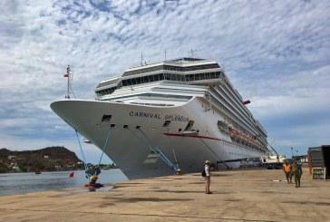 Llegó el crucero turístico Carnival Splendor con 4,775 visitantes