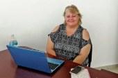 Lisa Lankins al frente del Modulo de Información de Cultura Mazatlán