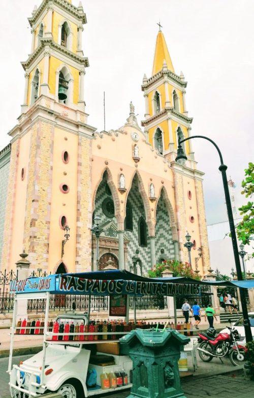 Quirino Ordaz Coppel en Plazuela República Catedral Raspados de Mazatlán con Turistas Agosto de 2019 2
