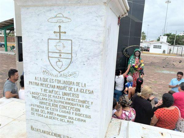 Cae la Virgen del la Puntilla con Tormenta Narda Mazatlán 2019 1