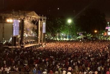 25 mil personas corean con Quirino a los Héroes de la Independencia de México