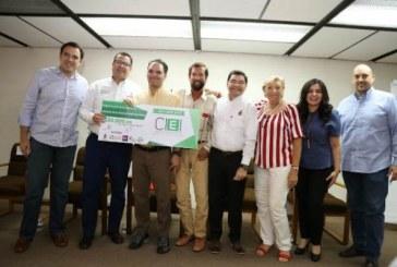 Entrega apoyos económicos a proyectos innovadores