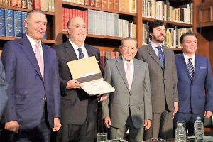 Carlos Berdegué Sacritán Recibe el Premio a la Excelencia Turística 2019 3