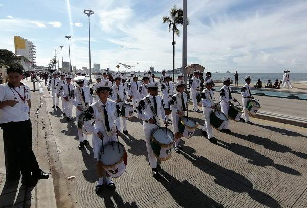 Desfile 20 de Noviembre Mazatlán Sinaloa México Zona Trópico 1