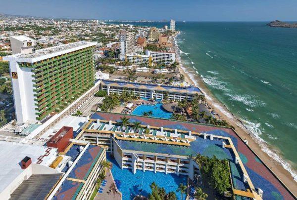 Lic Carlos Berdegue Premio Excelencia Turística 2019 Miguel Alemán El Cid Resorts