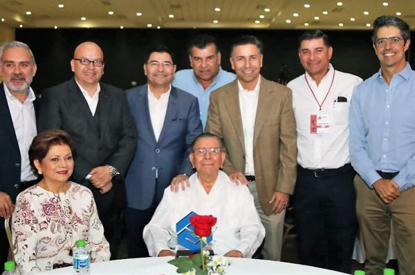 Ricardo Lizárraga Granados Reconocido Trayectoria EMrpesarial Café el Marino Coparmex Mazatlán 2019 (1)