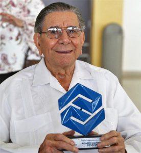 Ricardo Lizárraga Granados Reconocido Trayectoria EMrpesarial Café el Marino Coparmex Mazatlán 2019 (2)c