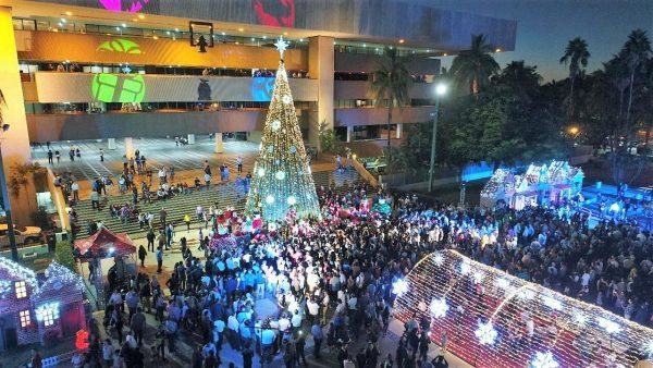Encendido del Árbol de Navidad en Villa Navideña Culiacán Sinaloa México 2019 1