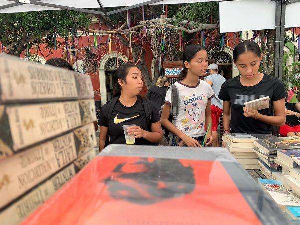 Hoy por la mañana, fue inaugurado el Festival del Libro Mazatlán 2020, mismo que es la derivación del último intento que se hizo de rescatar un evento icónico para Mazatlán, la Feliart Mazatlán, misma que y como es costumbre en Mazatlán, fue objeto de una feroz campaña de desprestigio y de linchamiento público que la llevó a desaparecer. Algo así como lo que en la actualidad vive otro de los eventos icónicos mazatlecos, la Semana Internacional de la Mohito Mazatlán.