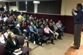 Fernando Navarro expone la importancia del estudio de bacterias y toxinas