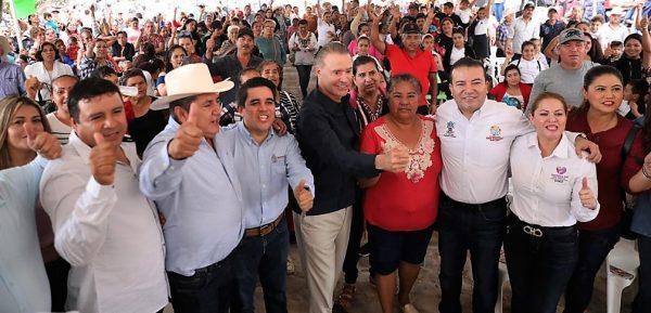 Quirino Ordaz Coppel se compromete en San Juan a terminar el primer tramo de la carretera San Ignacio-Tayoltita