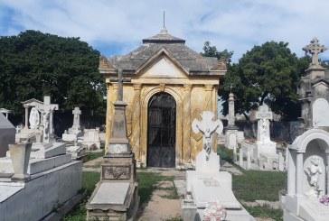 En un buen recorrido por el panteón Ángela Peralta a conocer parte de su historia.