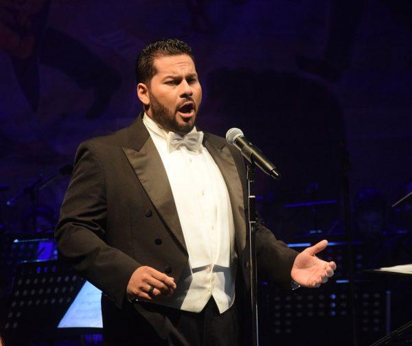 Carlos Osuna Tenor Cantante de Opera Mazatlán 2020