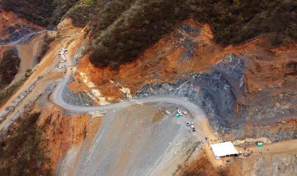 Supervisan AMLO y Quirino construcción de la carretera Badiraguato Chihuahua 1